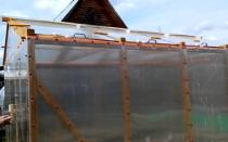 Как возводится теплица со съемной крышей своими руками