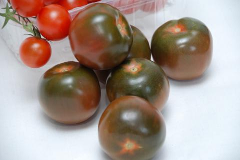 Черные помидоры кумато6
